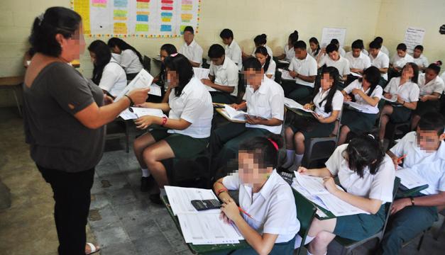 estudiantes-maestra-educacion