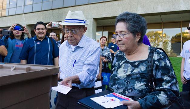 pareja-ancianos-vota-eeuu