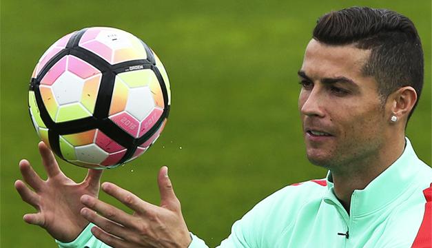 Cristiano Ronaldo cambia de imagen con unas gafas sin graduar