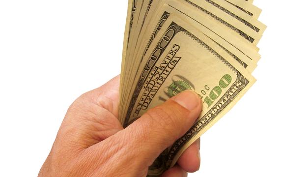 dinero-en-mano