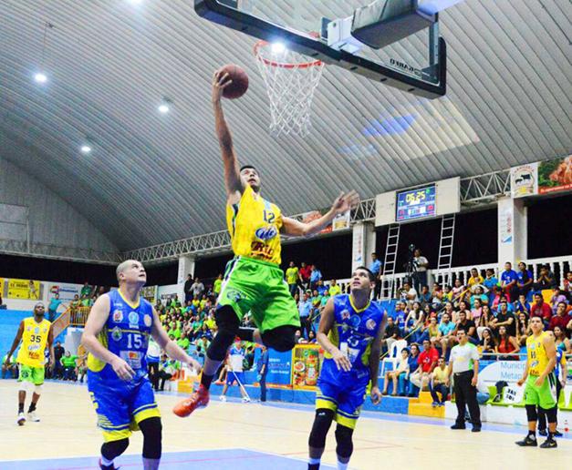 santa-tecla-vs-halcones-baloncesto-2