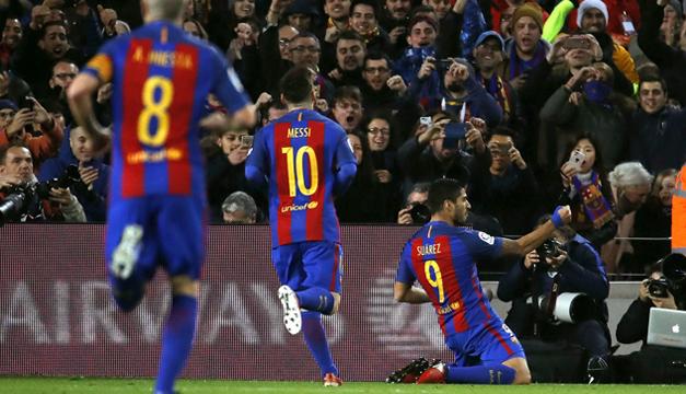 Messi y Suárez contra un dron — Insólito desafío