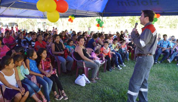 d784c83f5 Holcim El Salvador, a través de Fundación Cessa, celebró su evento de  cierre de actividades sociales del año 2016 con una fiesta infantil con la  cual ...