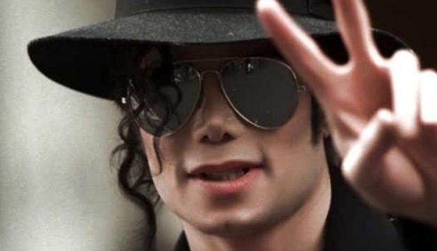 """Un sombrero blanco que el cantante Michael Jackson utilizó para el vídeo  oficial de su tema """"Smooth Criminal"""" ha sido adquirido por 10.000 euros  (10.439 ... 5bbce477c4e"""