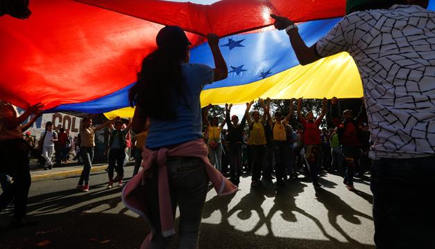 Oposición venezolana convoca marchas convergentes para este lunes
