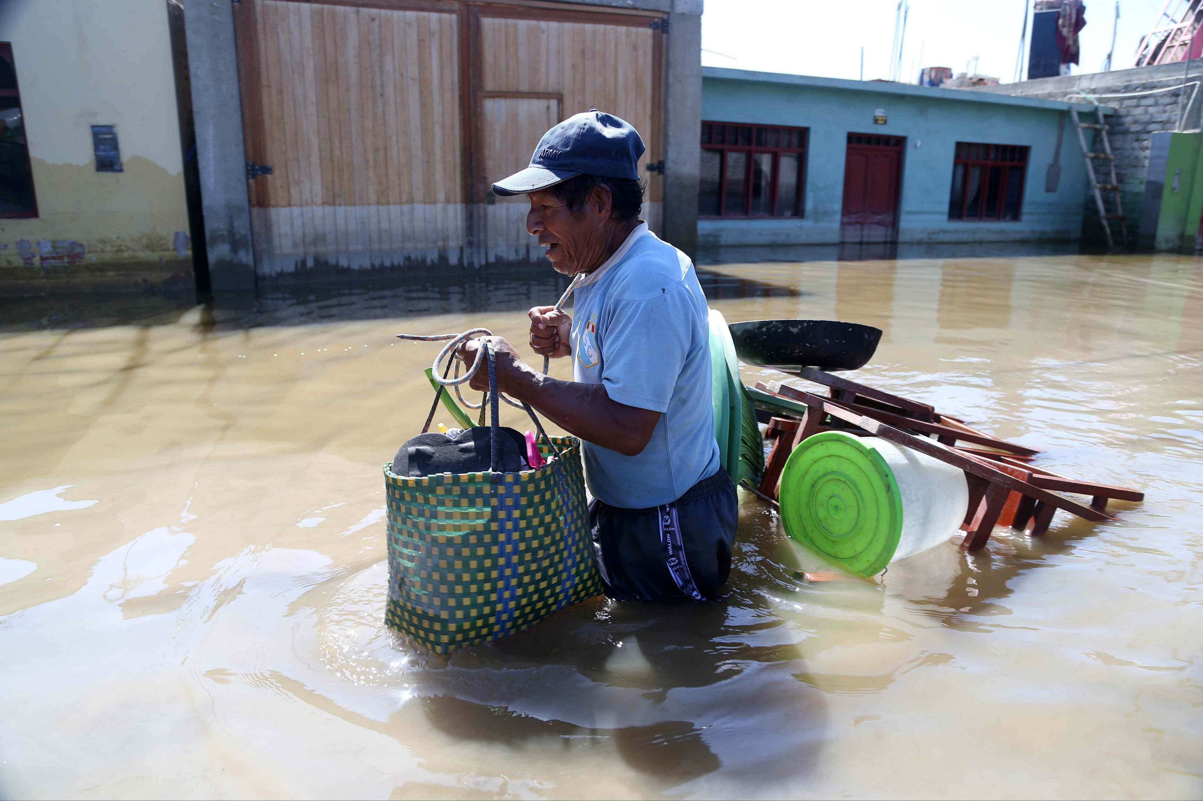 El Papa entrega fondos para afectados por lluvias en Perú