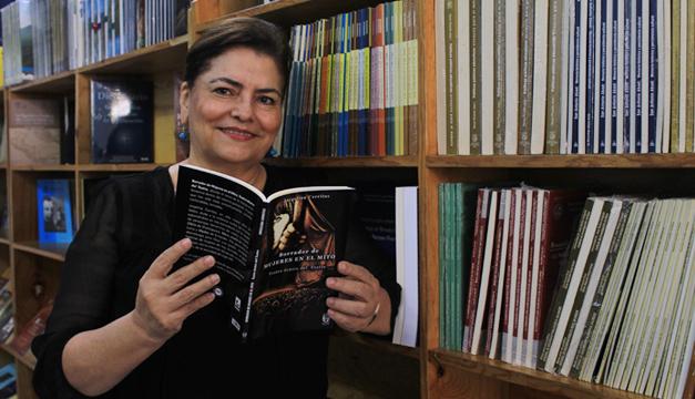 Editorial Delgado presenta manuscritos en la feria del libro