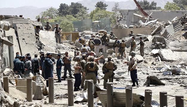 Atentado en Kabul cobra la vida de al menos 80 personas