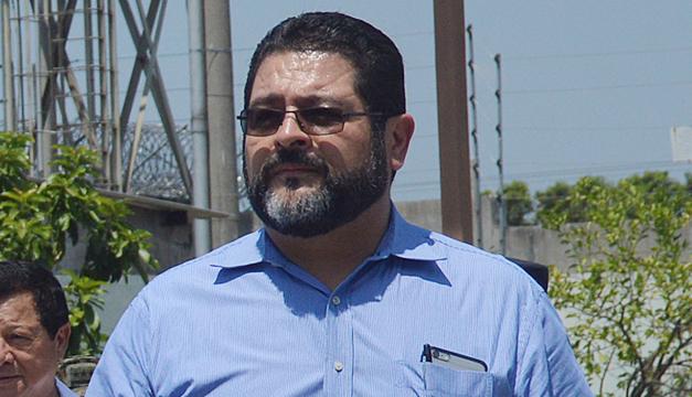 Gobierno salvadoreño apoya a director de penales detenido