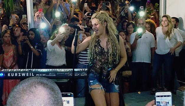 Shakira publica videos de fiesta sorpresa a fans en Miami