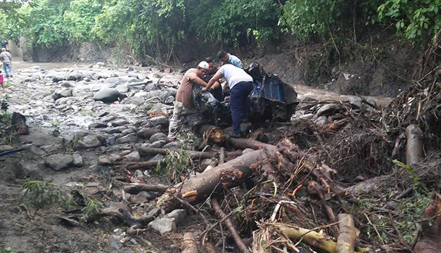 Tres muertos por intensas lluvias en El Salvador