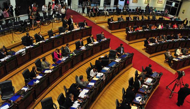 El Salvador: Presidente arremete contra la Corte por freno a Ley FOP