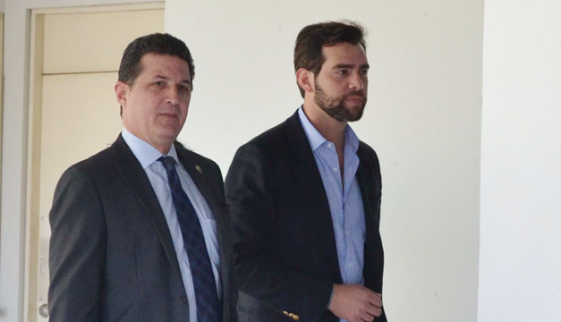 Dos diputados de ARENA califican de engaño la renovación del partido