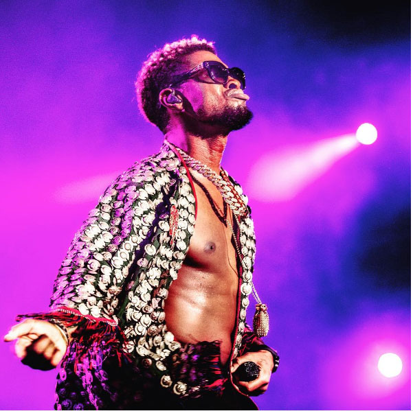 Usher pagó a su ex por contagiarle herpes