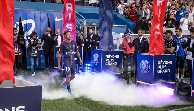 Demanda Barsa a Neymar Jr