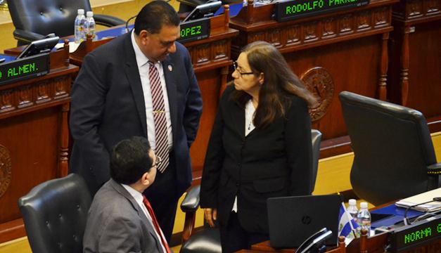 116 congresistas piden a Trump prorrogar TPS a salvadoreños y hondureños