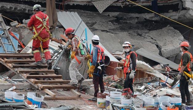 Tras sismo, reanudan actividades de rescate en CDMX