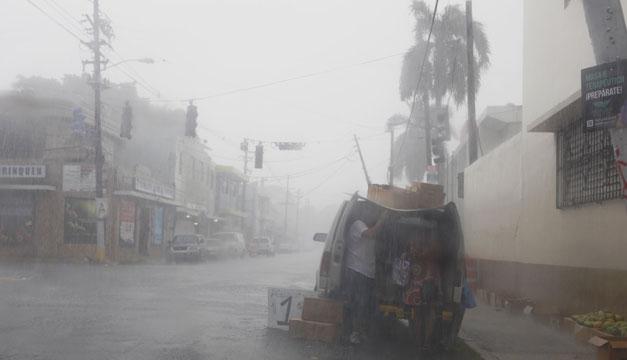 Huracán María toca tierra en sureste de Puerto Rico