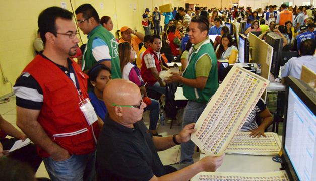 O presidente de Honduras encontra missões de observação européias