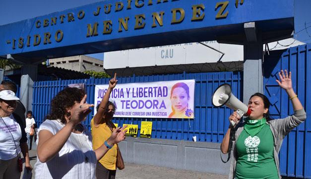 "Parlamento Europeo urge a El Salvador a liberar mujeres presas por ""abortos espontáneos"""