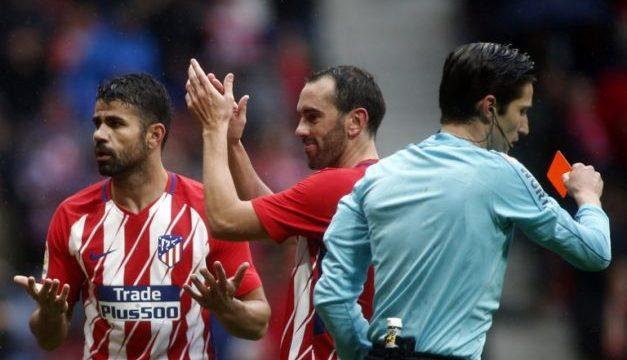 Diego Costa festejó con el público y lo expulsaron