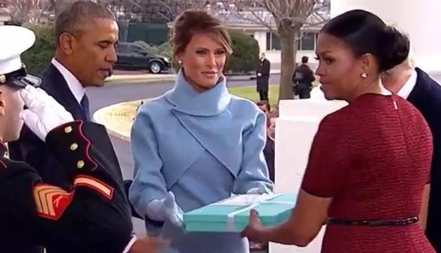 Michelle Obama reveló qué había en la caja que le regaló Melania