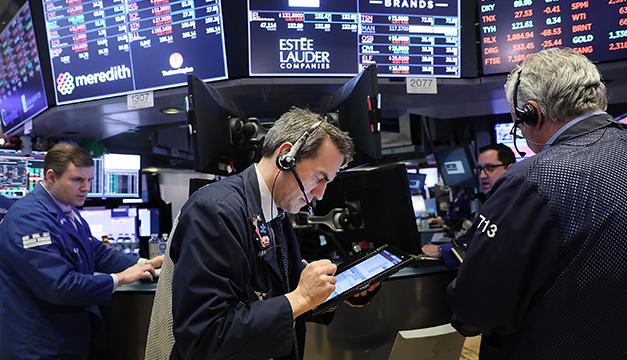 Wall Street cierra con alza tras jornada de altibajos