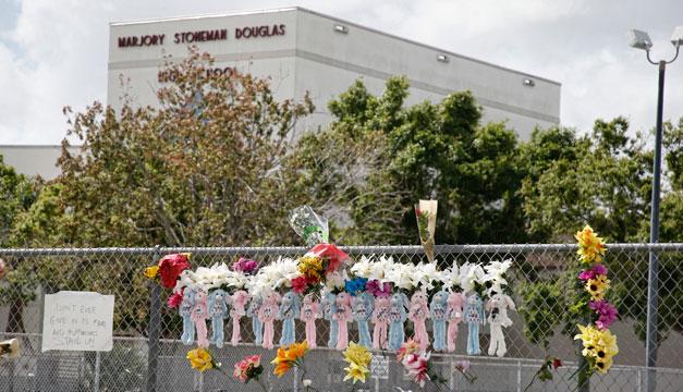 Estudiantes regresan a clases dos semanas después de la masacre — Florida