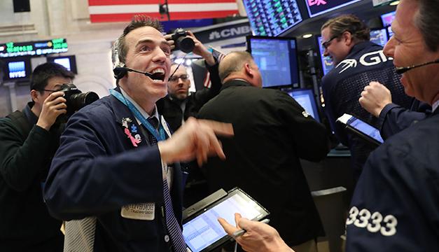 Wall Street ve persistente volatilidad a media jornada