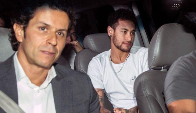 A Neymar le colocaron un tornillo en el pie
