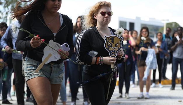 Miles de estudiantes marchan este sábado exigiendo mayor control de armas — EEUU