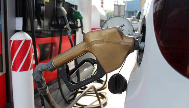 Tensión geopolítica entre EUA e Irán sube precio combustibles en El Salvador