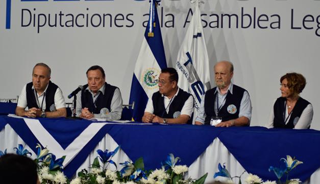 Derecha ganó legislativas y municipales en El Salvador