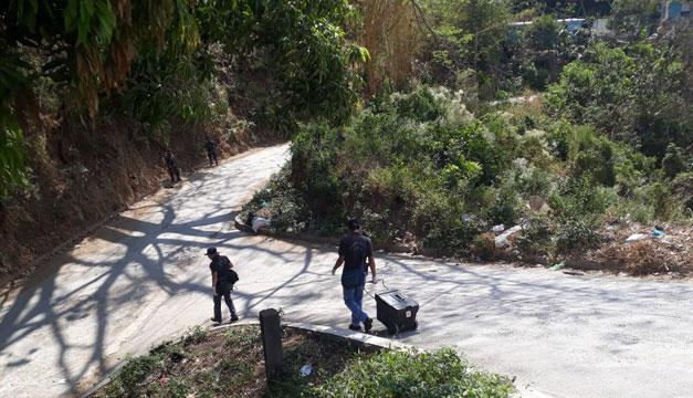 Encuentran cadáver embolsado en autopista a Comalapa