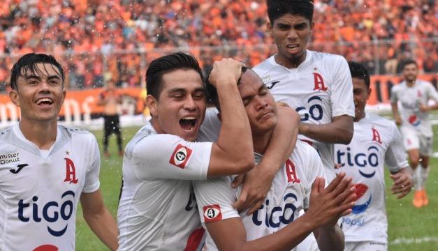 Fito Zelaya resultó lesionado tras grave accidente de tránsito en Comalapa