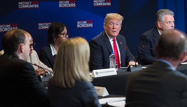 Trump advierte que reducirá ayuda económica a países que mandan indocumentados