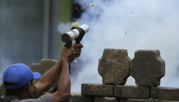 Nicaragüenses atiborran gasolineras y supermercados tras anuncio de paro