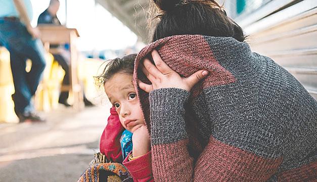 Juez aprueba plan para reunir familias