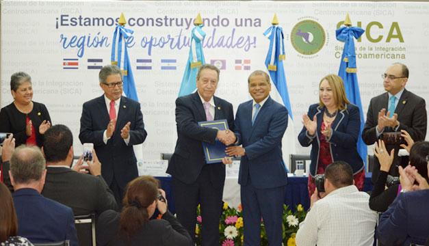 Hacienda de Guatemala celebra adhesión a unión aduanera de El Salvador