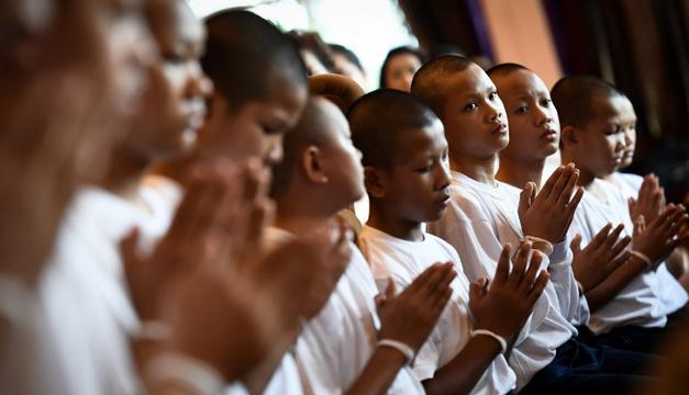Tailandia: los niños rescatados de cueva terminaron su retiro espiritual