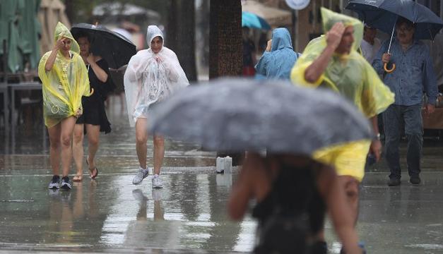 Tormenta tropical Gordon tocó tierra en la costa de EEUU y deja un muerto