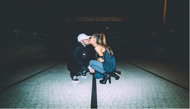 Ariana Grande cuida del perrito de su ex novio Mac Miller