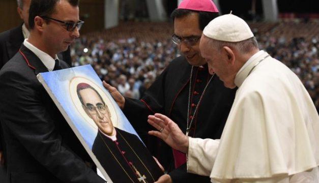 Papa Francisco Se Encuentra Con Salvadorenos Y Le Piden Que Romero Sea Doctor De La Iglesia
