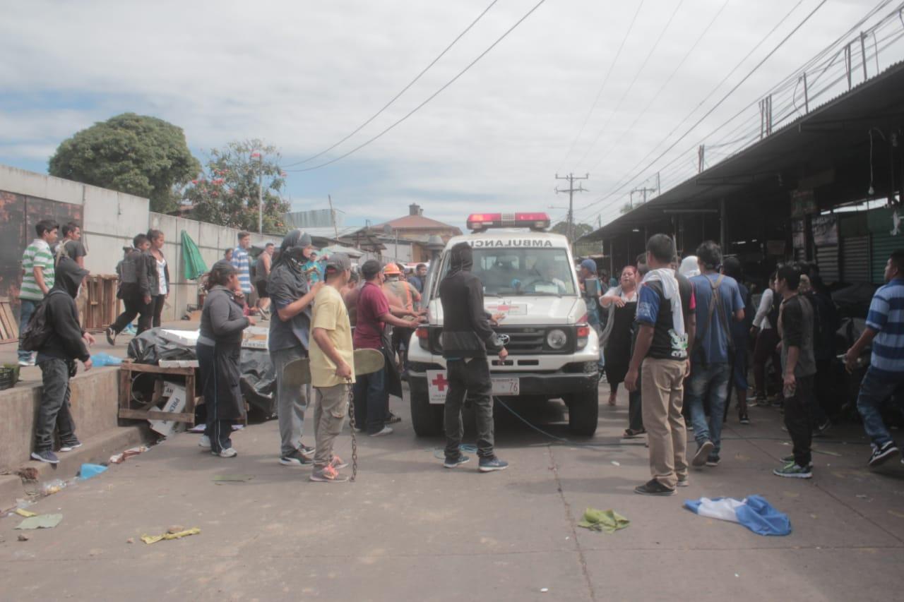 Registran un herido de gravedad por disturbios en Santa Tecla