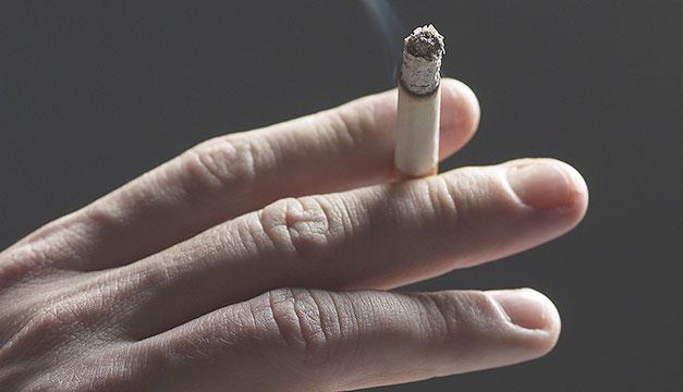 Humo del tabaco puede hacer a las bacterias más resistentes a los antibióticos