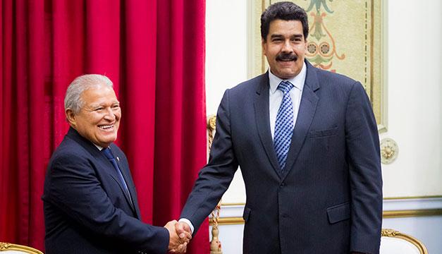 """Maduro denuncia """"persecución"""" contra expresidente Sánchez Cerén y exfuncionarios del FMLN"""