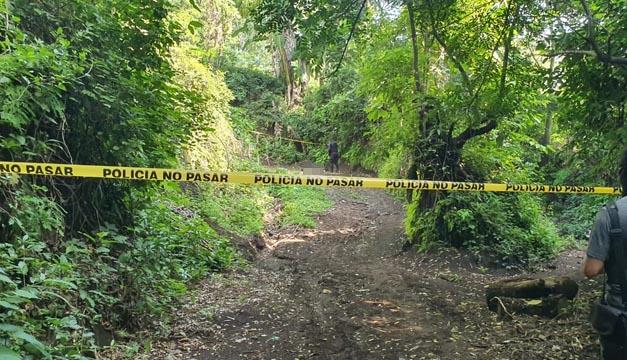 Escena del homicidio cometido esta mañana en San Rafael de Oriente, en San Miguel. Foto Rosa Fuentes / DEM.