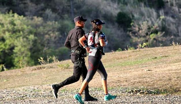 El policía runner salvadoreño que conquista las montañas