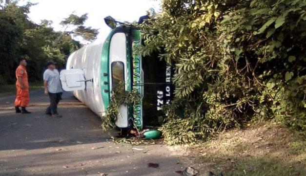 Un muerto y varios lesionados tras vuelco de bus en San Vicente - Diario El Mundo