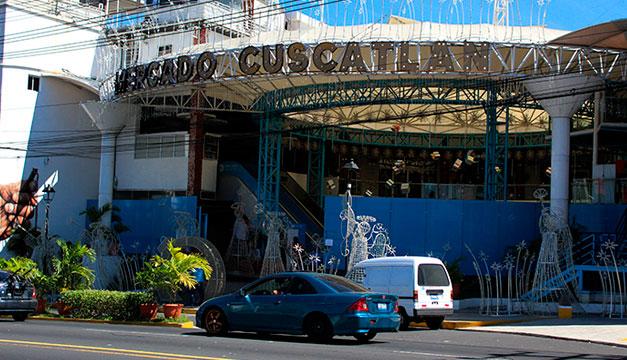 Alcaldía de San Salvador no paga alquiler de edificio del mercado Cuscatlán